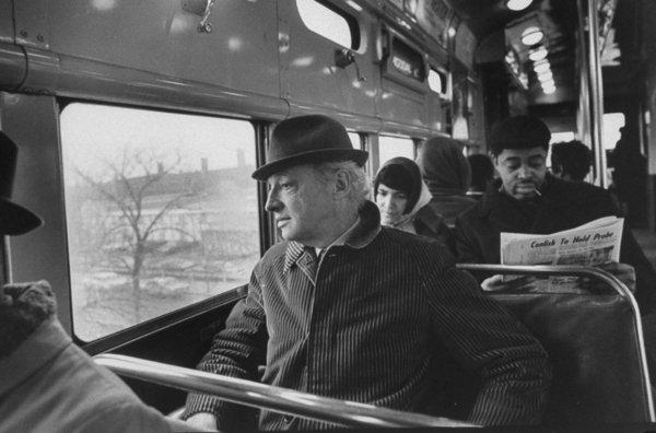 Saul-Bellow-viajando-en-un-tren (1)