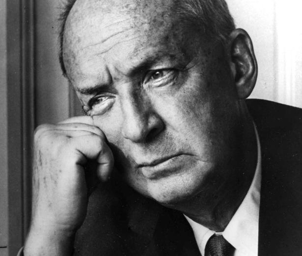 Vladimir Nabokov (f¯dt 22. april 1899 i Sankt Petersborg, d¯d 2. juli 1977) var en russiskf¯dt amerikansk forfatter. Han emigrerede i 1919 til Cambridge og siden til Berlin, derefter - i 1940 - til USA, hvor han fik statsborgerskab i 1945. Nabokov blev verdensber¯mt med romanen Lolita (1955), der udkom pdansk i 1957. Han var en af de markante fornyere af romangenren i det 20. Ârhundrede og flere gange ptale som kandidat til Nobelprisen i litteratur. Hans forfatterskab dÊkker bÂde prosa, poesi og videnskabelige artikler om litteratur og lepidoptera. Nabokov skrev f¯rst prussisk og blev kendt som en af den f¯rende forfattere indenfor den russiske emigration, og senere, i USA som forfatter til en rÊkke sprogligt opfindsomme vÊrker pengelsk.